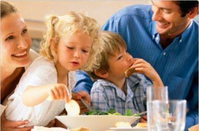 mangiare-in-famiglia[1]